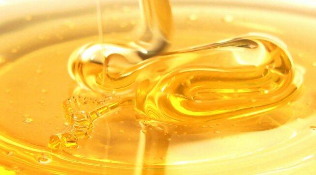 Photo of هل السكر في العسل صحي أكثر من السكر العادي؟